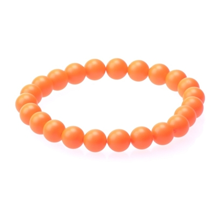 Pulsera en perlas en refrescante tono coral, de UTTU.