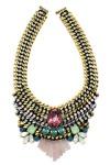 Collar con piedras verdes, azules y roja montado en cadena dorada